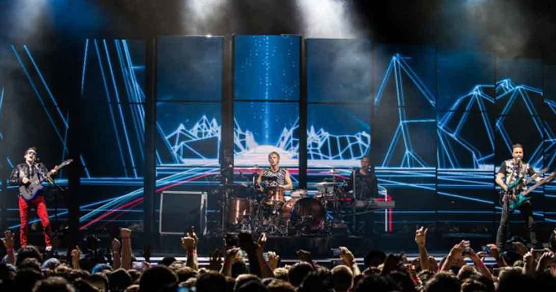 MUSE onstage