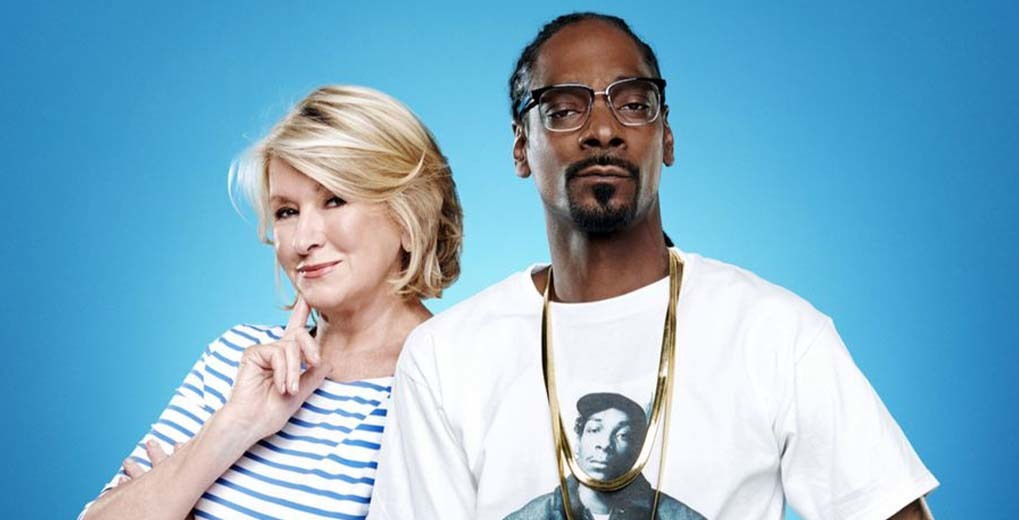 Martha Stewart and Snoop Dogg posing next to each other
