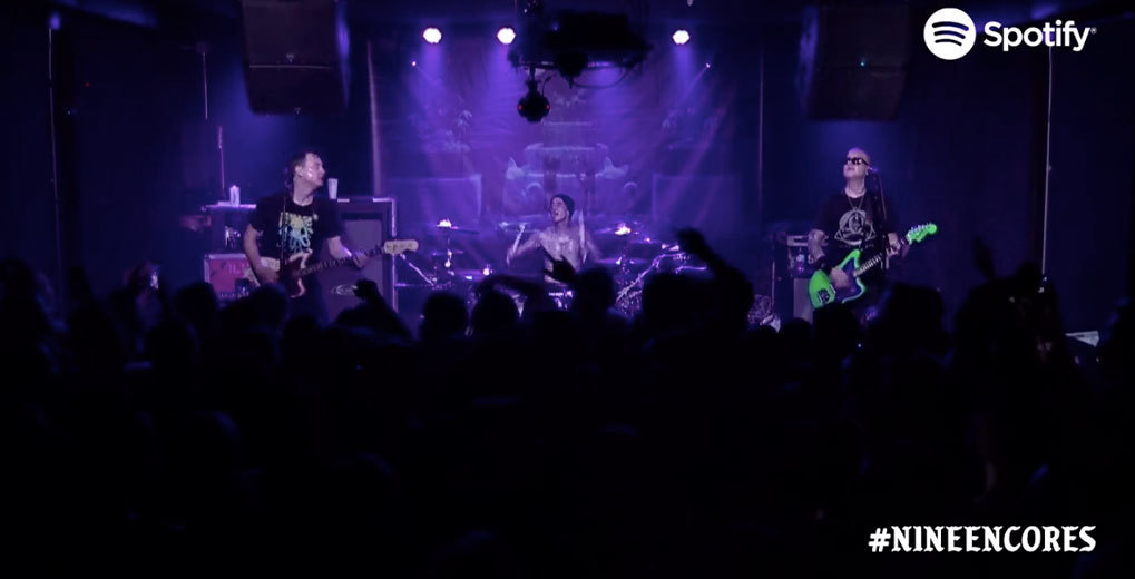 Blink 182 performing #nineencores