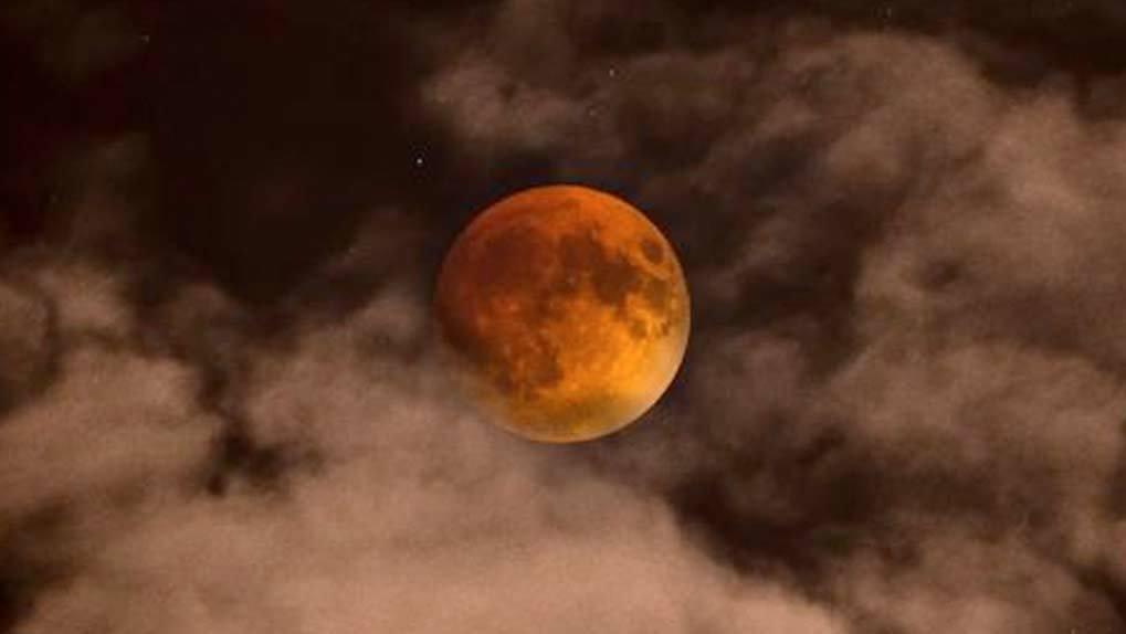 Blood moon with heavy fog