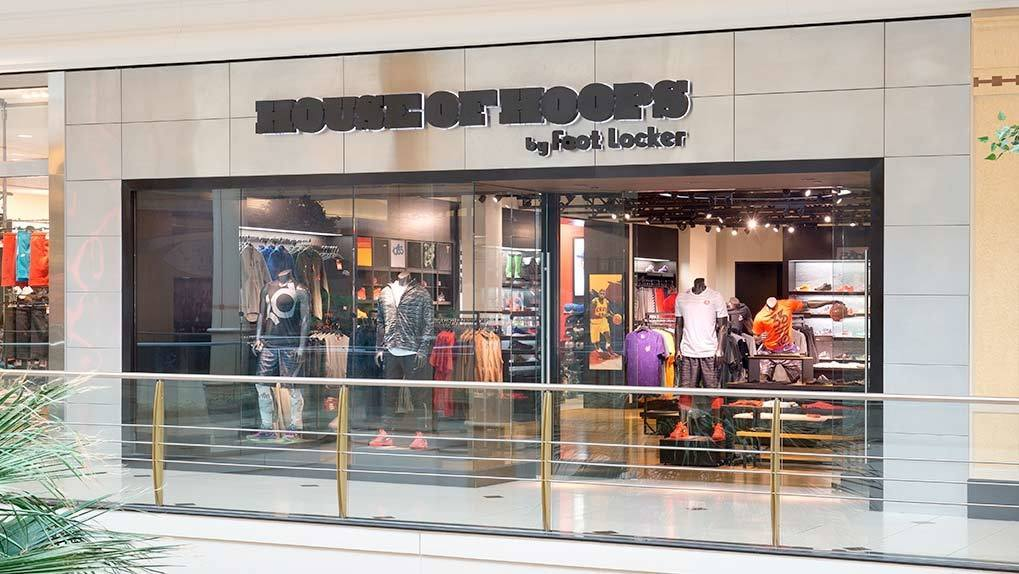 House of hoops retail storefront with mannequins in window